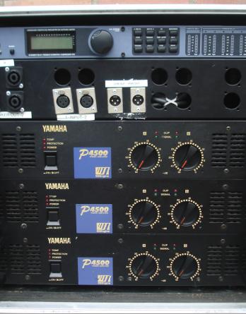 Yamaha P4500 + DBX Driverack versterker rack - ECHO Audio